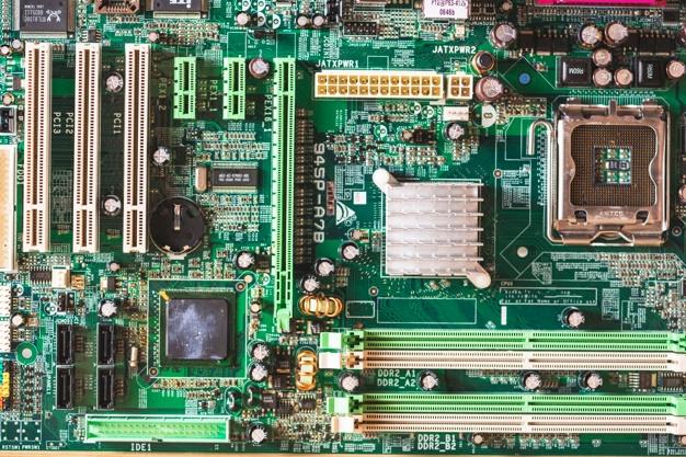 overhead view computer motherboard 23 2147883843 - راهنمای خرید کامپیوتر گیم (چه سیستمی برای شما بهتر است)