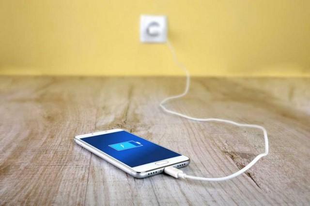 شارژ کردن باطری موبایل